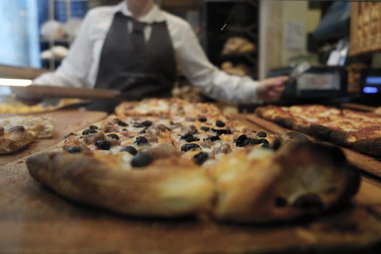 Panificio Menchetti pizza con le olive