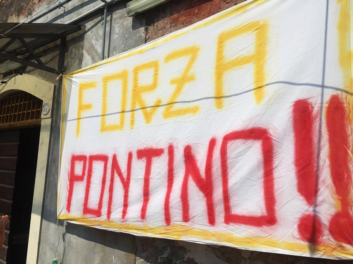 Livorno striscione Forza Pontino