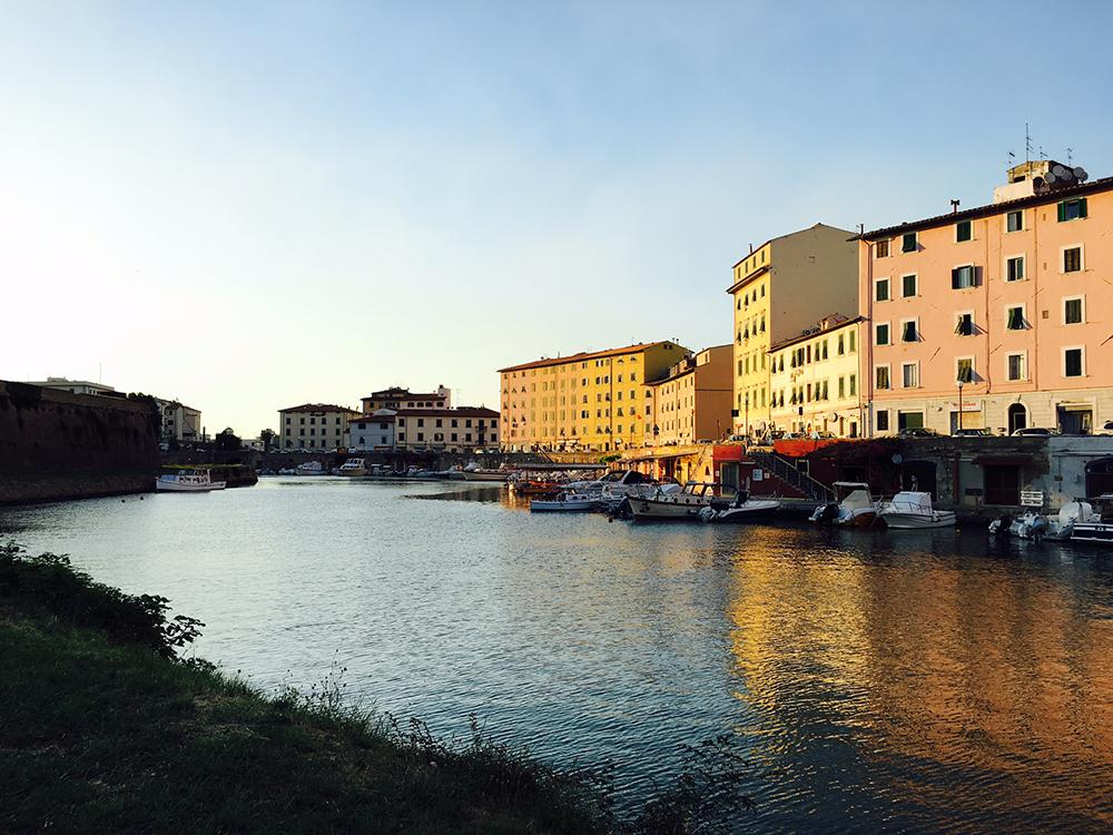 Livorno riflessi del quartiere Pontino