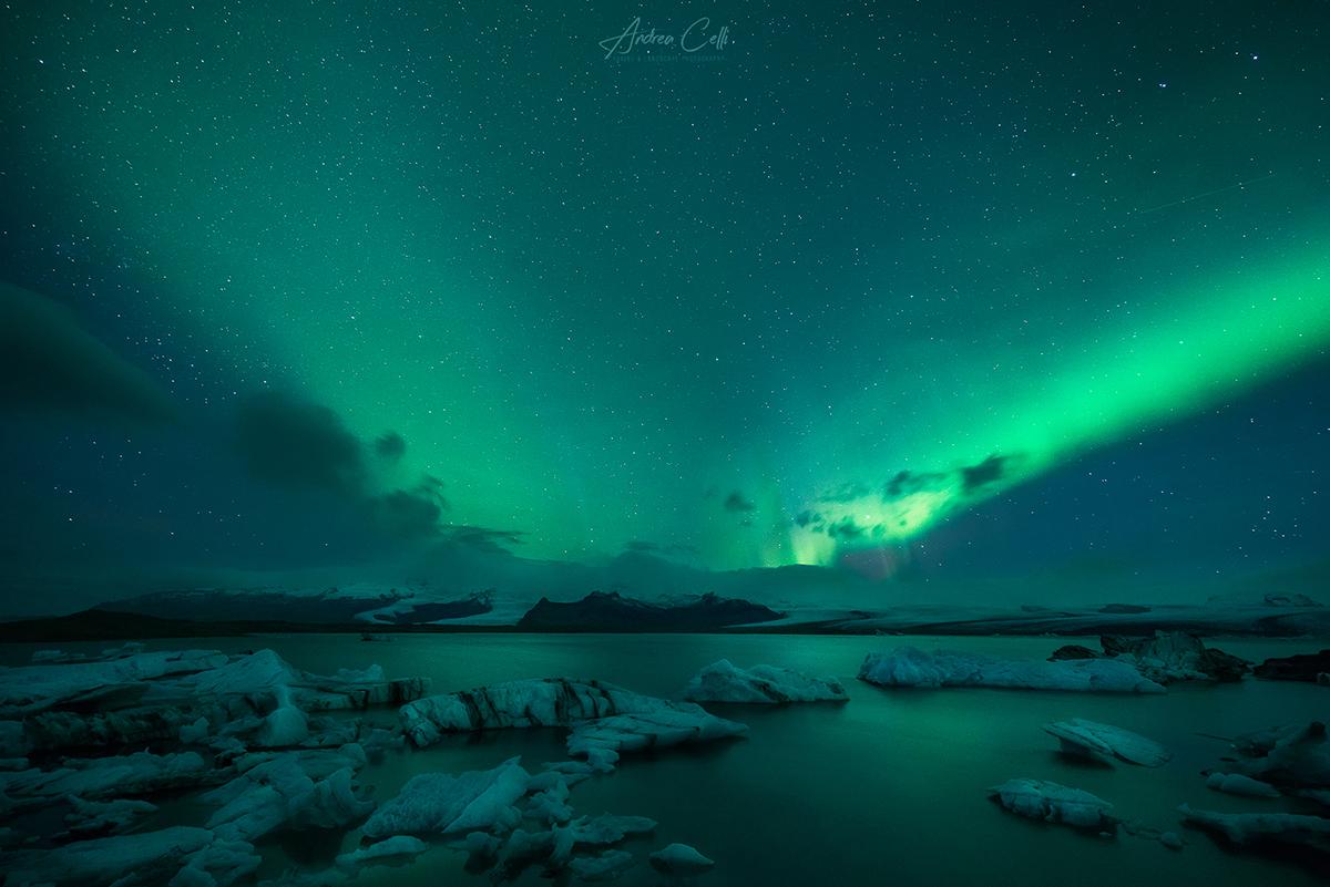 aurora boreale a Jokulsarlon in Islanda